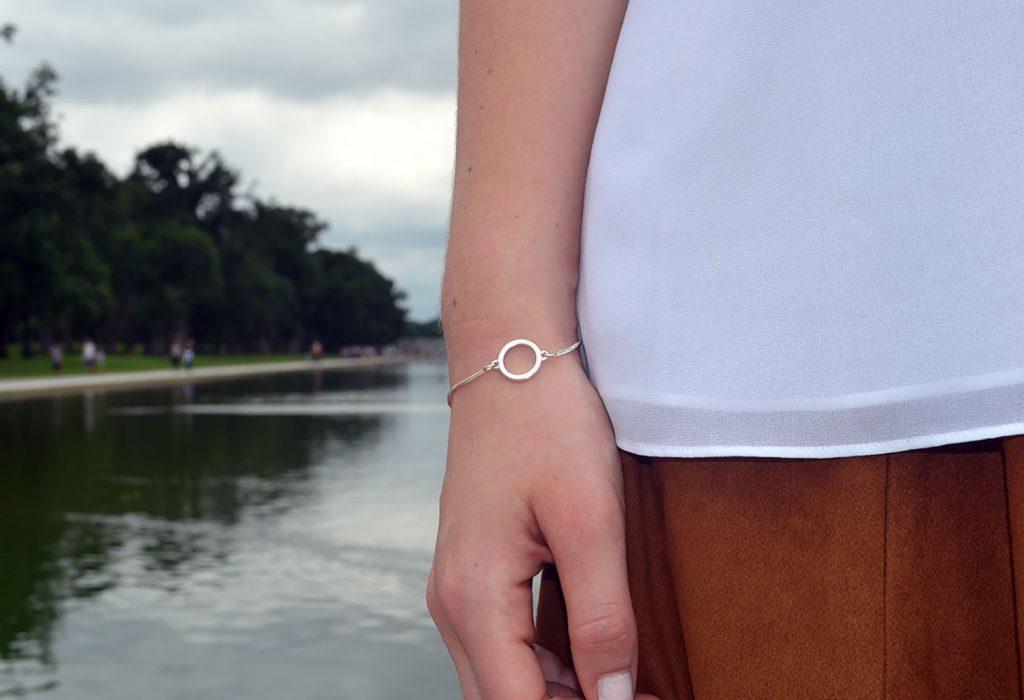 Outfit: White Plissé Blouse // Faux Suede Leather Skirt   Washington - DSC 0459 1024x700