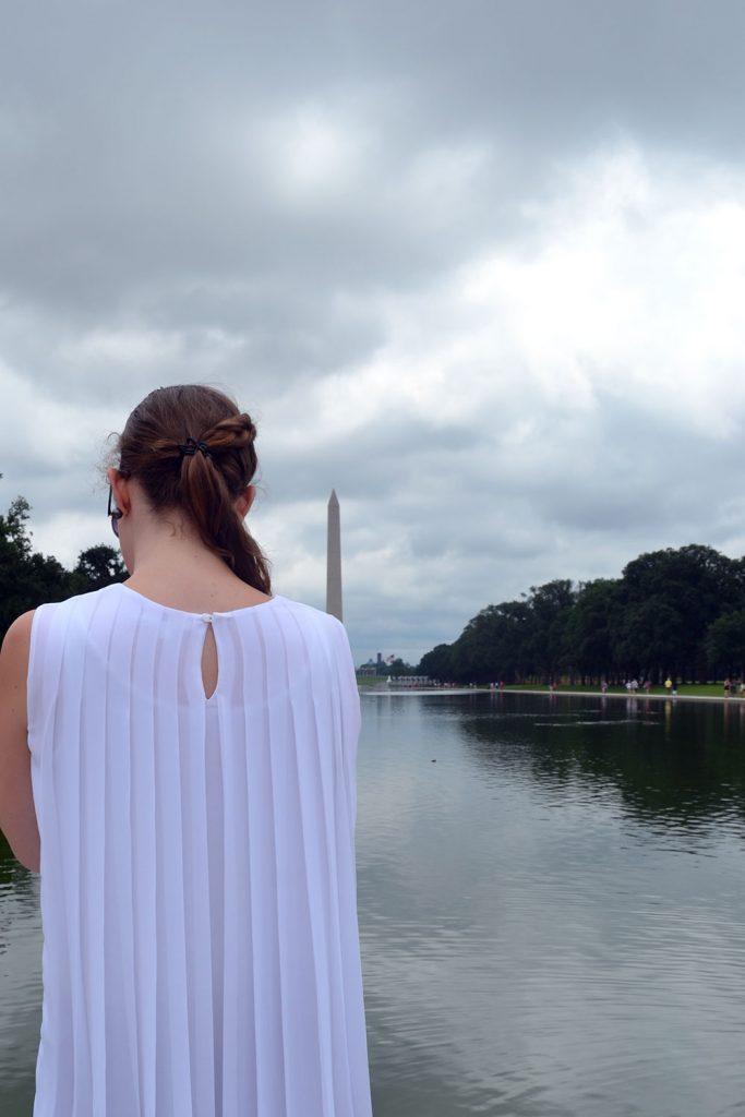 Outfit: White Plissé Blouse // Faux Suede Leather Skirt   Washington - DSC 0464 683x1024