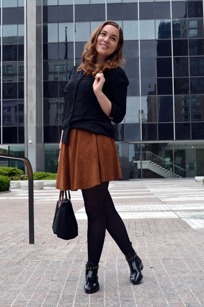 Outfit: Faux Suede Leather Skirt // Chelsea Boots | New York - Fake Leather Skirt A 683x1024