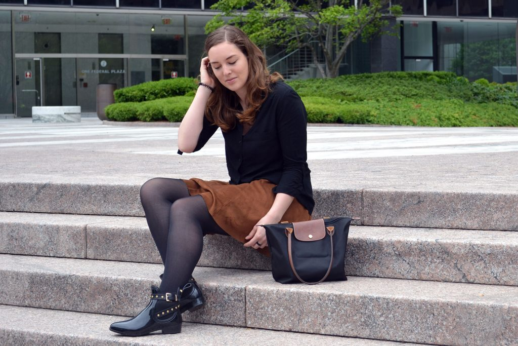 Outfit: Faux Suede Leather Skirt // Chelsea Boots | New York - Fake Leather Skirt B 1024x683