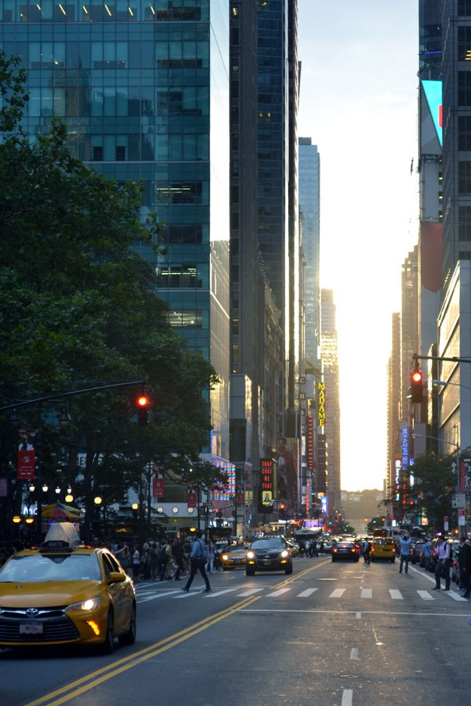 Manhattan Henge // New York - Manhattan Henge 4 683x1024