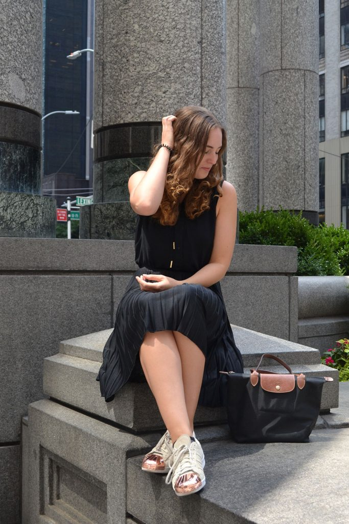 Outfit: Plisse Skirt & Adidas Superstar Metal Toes | New York - Plisse Rock 4 683x1024