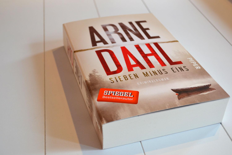 Books: Sieben Minus Eins | Arne Dahl - Sieben Minus Eins