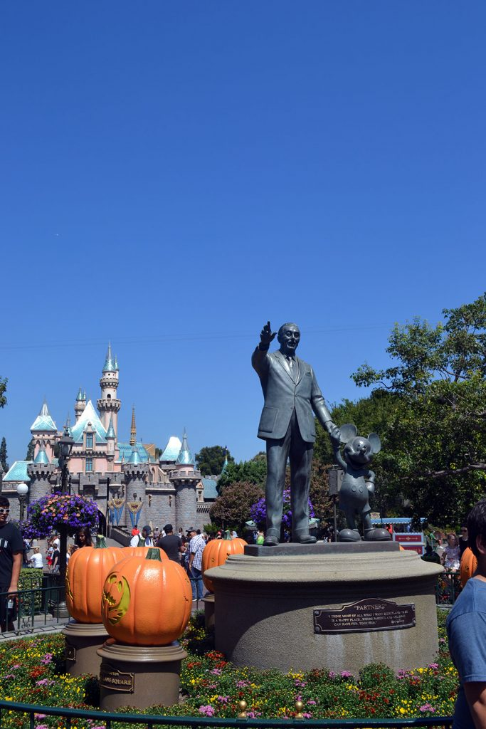 Travel Diary: Orange County & Disneyland | USA Roadtrip - Disneyland 2 683x1024