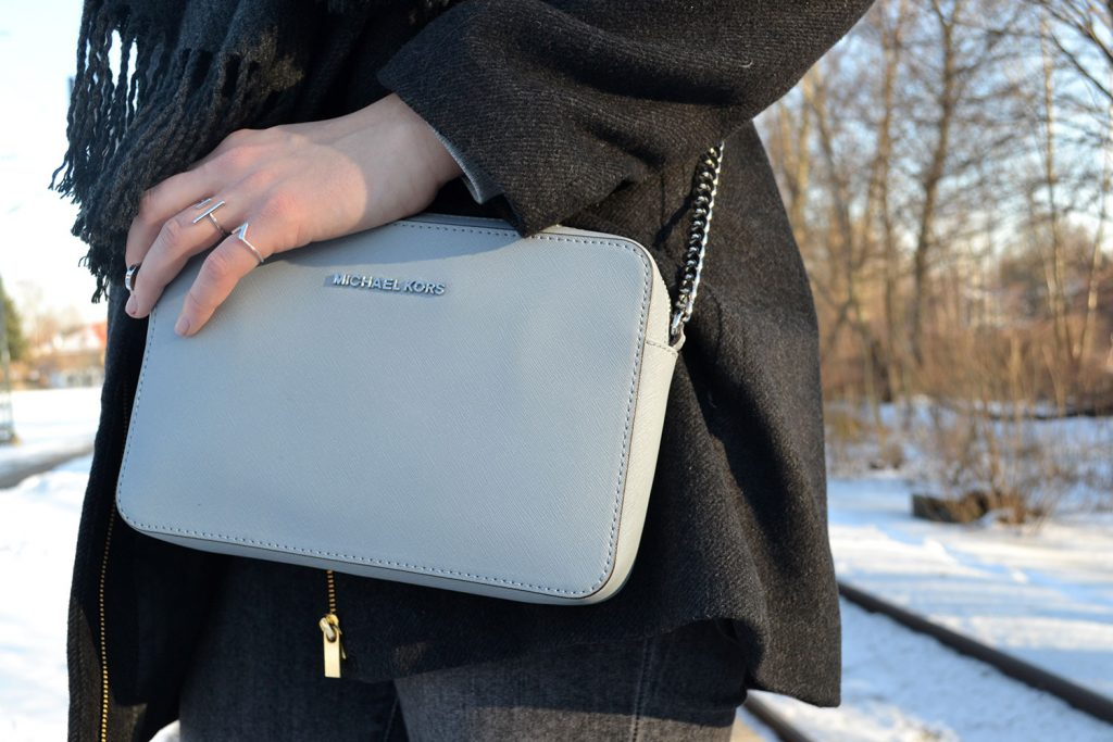 Outfit: All Grey // Michael Kors Crossbody Bag | Munich - Michael Kors Crossbody 1 1024x683