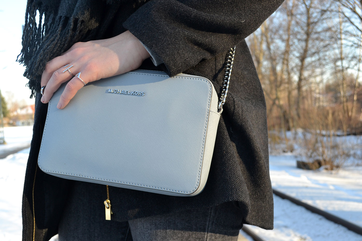 Outfit: All Grey // Michael Kors Crossbody Bag | Munich