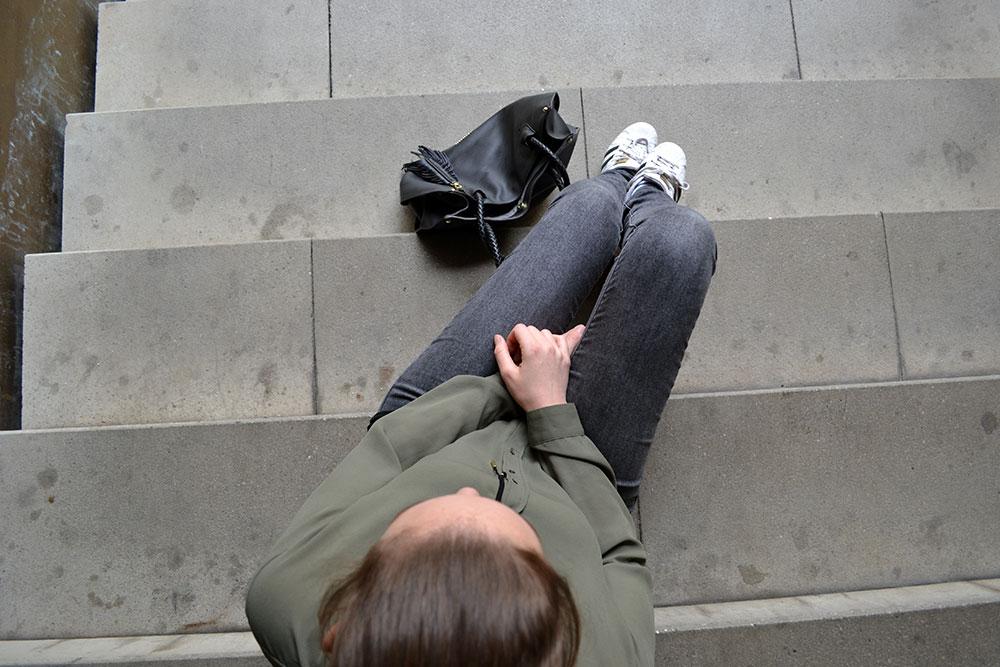 Outfit: Khaki, Gray & Black | Munich - khaki blouse 1