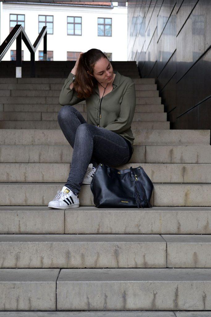 Outfit: Khaki, Gray & Black | Munich - khaki blouse 2 683x1024