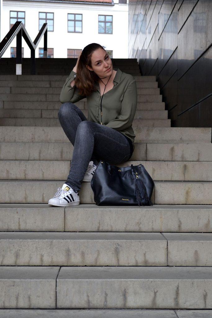 Outfit: Khaki, Gray & Black | Munich - khaki blouse 3 683x1024
