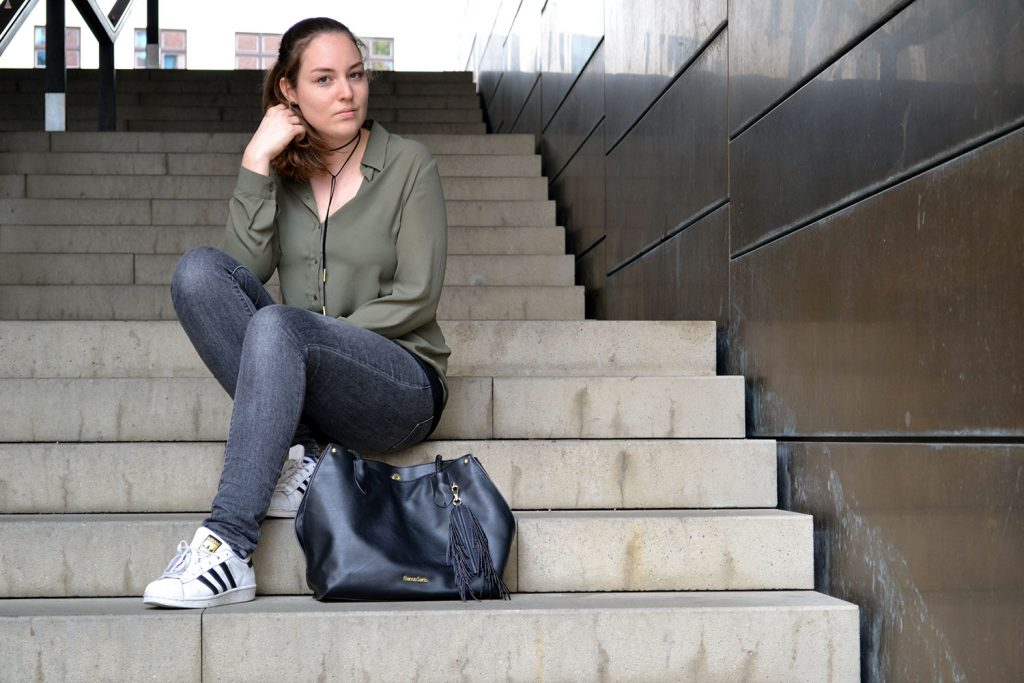 Outfit: Khaki, Gray & Black | Munich - khaki blouse 4 1024x683