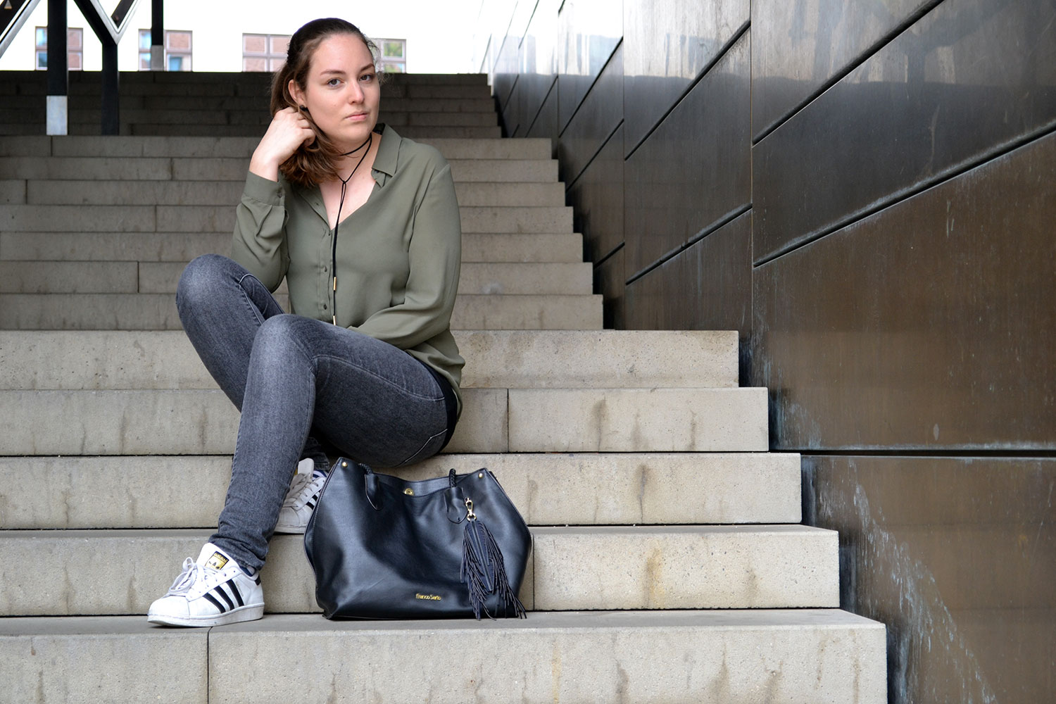 Outfit: Khaki, Gray & Black | Munich