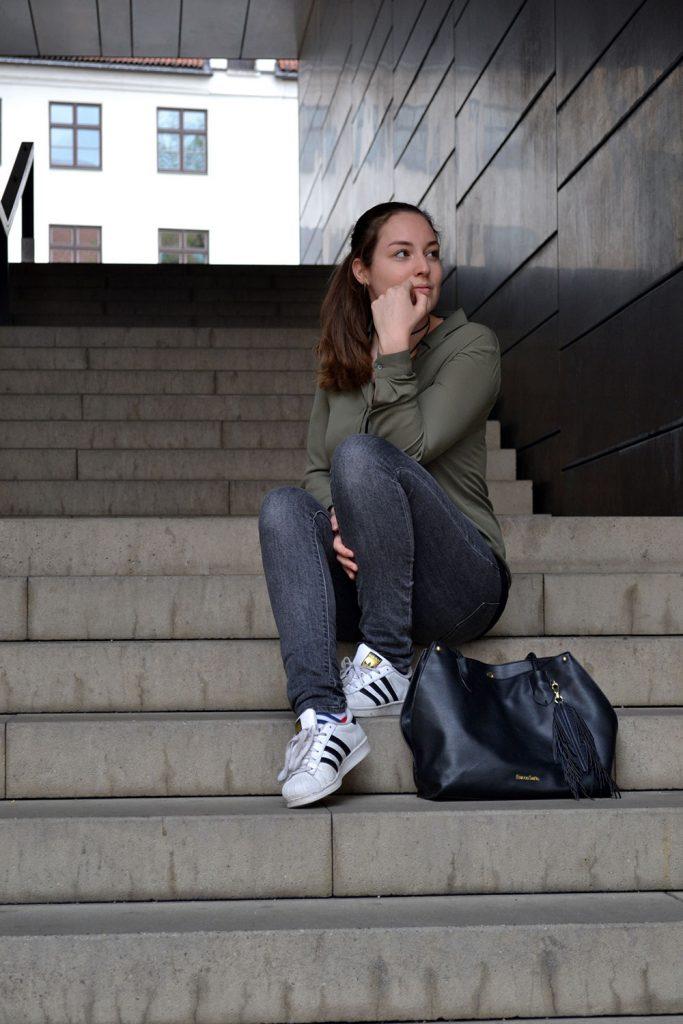 Outfit: Khaki, Gray & Black | Munich - khaki blouse 5 683x1024
