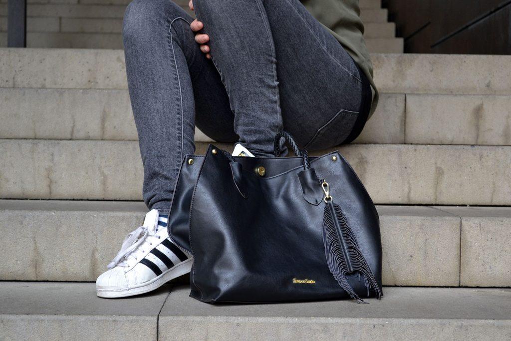 Outfit: Khaki, Gray & Black | Munich - khaki blouse 6 1024x683