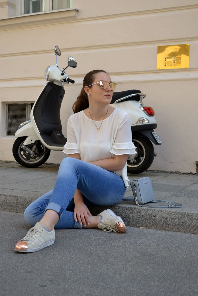 Outfit: White Top, Rose Gold Sunglasses & Adidas Superstar Metal Toes | Munich - Spring Look 4 683x1024